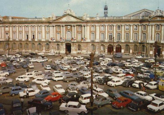 Quand les places du Capitole et Arnaud Bernard étaient des parkings à ciel ouvert.. ?