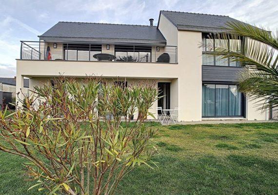 ?A découvrir, magnifique contemporaine à Séné, 5 chambres, 160m² avec vue imprenable sur le Golfe. Prix : 849 750€ HAI