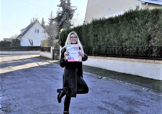 Séance de boîtage, dans les rues de Saint-Just et sous le soleil, pour Vanessa, notre nouvelle «Plazette» !