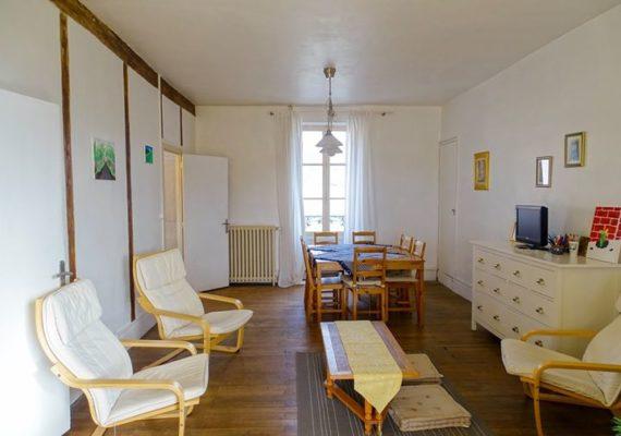 [ ?? PRIX EN BAISSE ?? ] A vendre à #ChatresSurCher, maison de caractère de 130 m² habitables, avec son jardin clos bordé par le Canal de Berry, se composant d'un hall d'entrée, véranda, cuisine aménagée, séjour salon avec cheminée, 5 chambres, grenier aménageable et cave.