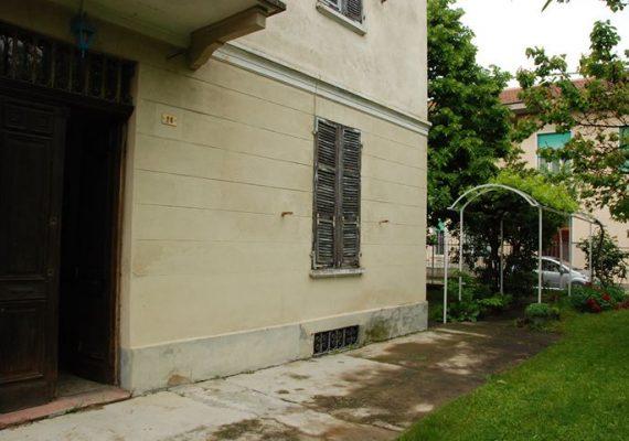 Per gli amanti delle zone collinari oggi vi presentiamo questa abitazione completamente indipendente sita nel cuore di Frascaro, dotata di un ampio spazio esterno. In esclusiva!