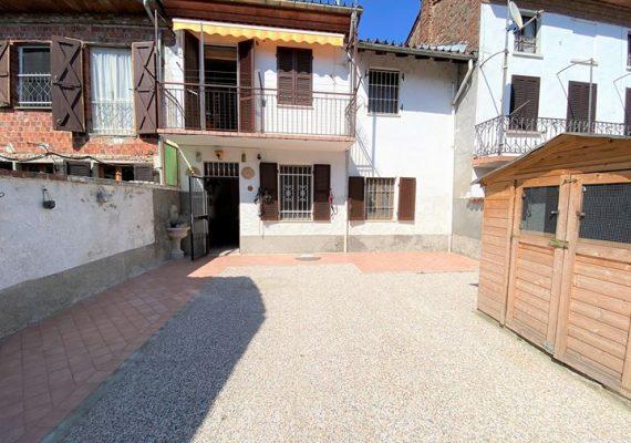 casa con cortile – giardino «TUA A 300 EURO AL MESE»
