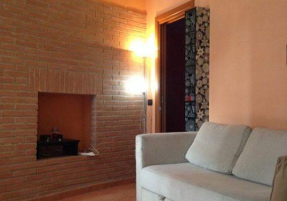 Grazioso bilocale piano terra di recente ristrutturazione situato in via Aeroporto a Ferrara. Composto da : soggiorno con angolo cottura , camera da letto matrimoniale, ampio bagno. 500 euro mensili (libero dal 15 Giugno)