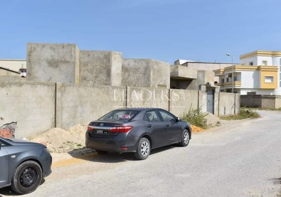 En vente chez notre agence #LEADERS_IMMO une maison inachevée dans une zone calme a #Borj_Cedria prés de toute commodités. 🔥🤩
