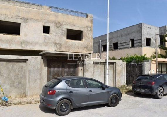En vente chez notre agence #LEADERS_IMMO une magnifique #villa R+1 inachevée profitant d'un bon voisinage a Plage Ejjahmi #Borj_Cedria.