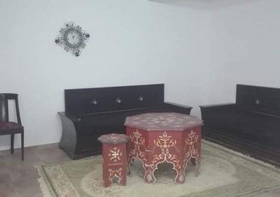 Un appartement semi meublé à louer.