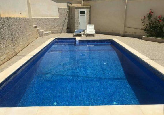 Vend villa avec piscine dans un beau quartier à Saoula