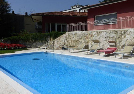   Splendida villa singola con piscina nell'elegante Quartiere Finardi
