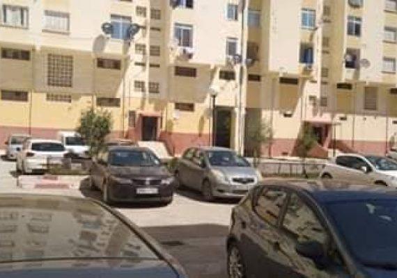 Vente un appartement de type f3 au 3 ème étages a sidi ali lbhar superficie 70m2 avec 2 façades avec acte et livré foncier