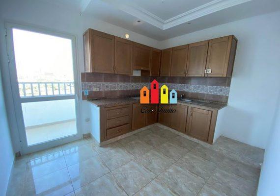 A louer à Boumhel un appartement s+3 au 1er étage , composé de trois chambres à coucher dont une suite parentale, une salle de bain, un grand salon et une cuisine équipée.