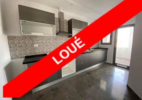 A Louer à Ezzahra un appartement s+2 hst , composé de deux chambres à coucher dont une avec dressing, un grand salon avec balcon , une salle de bain et une cuisine équipée . Chauffage central et deux climatiseurs sont disponible .