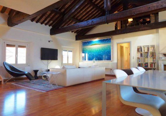 🏡 Elegante appartamento nel centro storico di Ferrara con finiture di lusso.