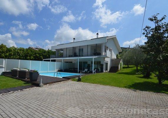 Villa di lusso, 300 mq con 1000 mq di giardino e piscina