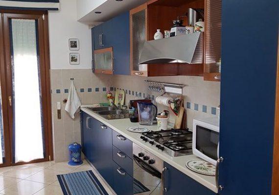 Ami vivere in ampi spazi? Questa casa in vendita è perfetta!! 2 Camere, 2 Bagni, una grande zona giorno, cucina ed un Garage!! Contattami per avere info!!