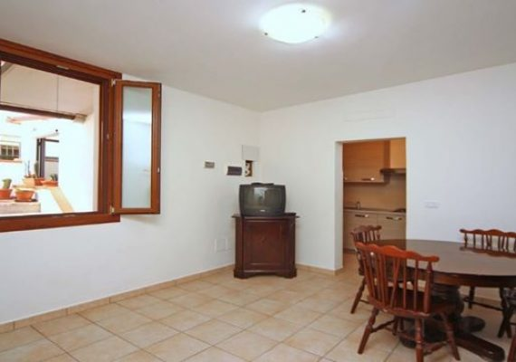 2 Camere Matrimoniali, 1 Corte privata, Sala e Cucina. Una casa da affittare per brevi Periodi!!! Ti interessa? Contattaci!!