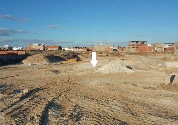ارض للبيع وراء بن عثمان ارض بوهاها مساحتها 221م م الميترو 130دينار 54056830