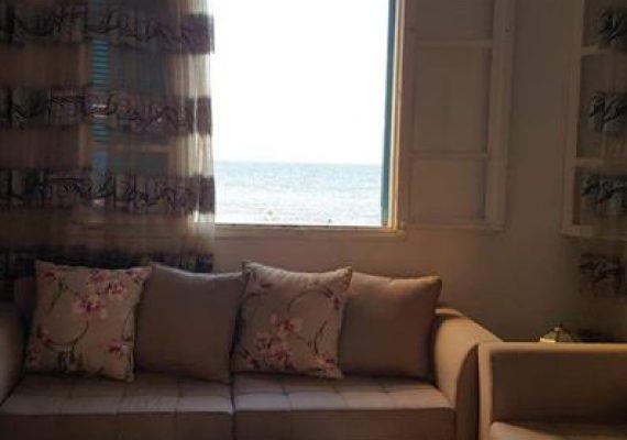 A louer un appartement s+2 meublé à la goulette pied dans l'eau au 1ére étage se compose d'un salon, 2 chambres à coucher, cuisine, salle de bain, salle d'eau
