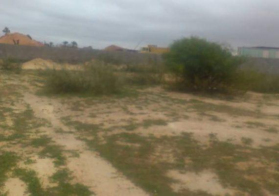 قطعة أرض في منطقة أبورويه بالقرب من طريق الثمانيه ومكان مبني الجامعة على البحر.