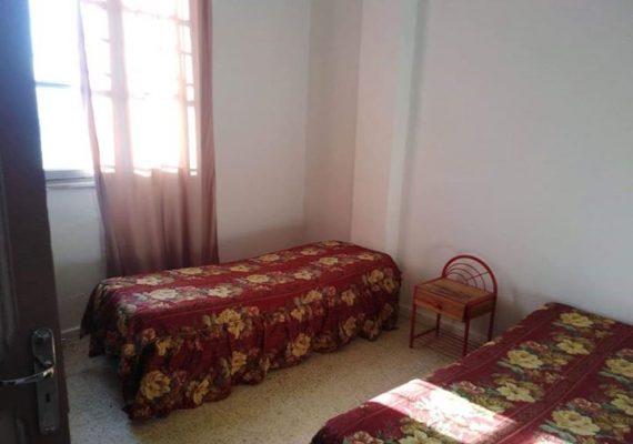 s+2 meublé à beb el khadhra:Cet appartement occupe le premier étage. Peuvent y habiter jusqu'à 4 personnes, dans chaque chambres quatre lits sont disponible. les factures d'électricité et d'eau sont inclus dans le prix du loyer.650dt/mois