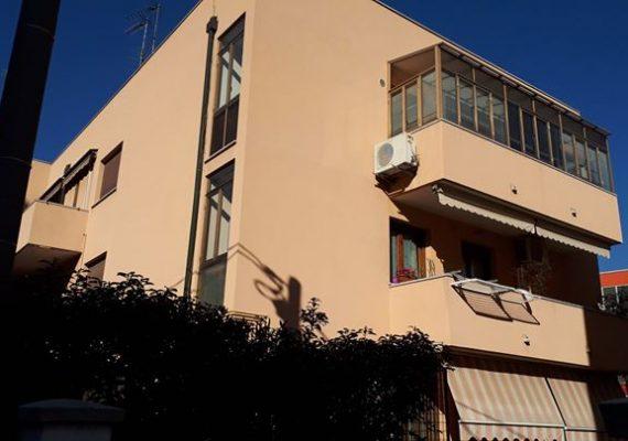 A Rovigo, vi proponiamo questo centrale e comodo appartamento con 3 camere da letto e ampi spazi abitativi.
