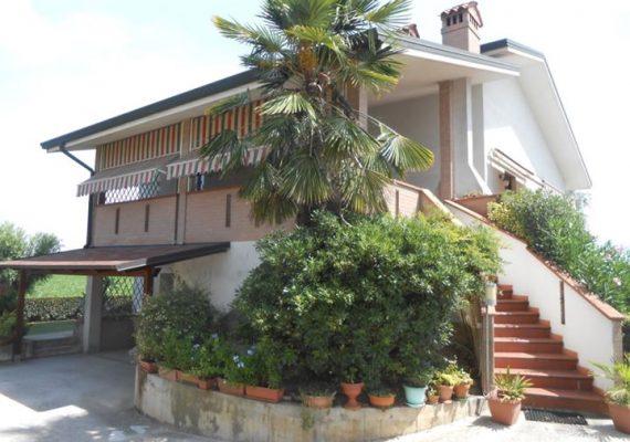 Oggi vi proponiamo questa bellissima villa singola a Canaro.