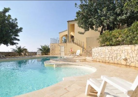 Hurry up ! 4 Bedroom villa for weekly rental available in July in the wonderful village of Donnalucata famous for its fishmongers and sandy beaches. Villa has awesome pool and bbq area to enjoy the best of the hot July weather