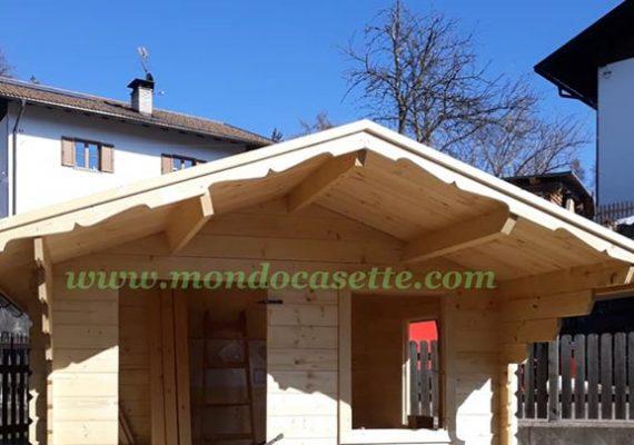 """Oggi vi presentiamo la nostra casetta in legno modello """"Modena"""", da 28mm di spessore, e con misure 300×250 cm."""