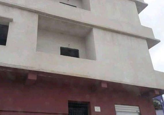 *** Vends quatre { 4 } >>> appartements promotionnels super améliorés semi finis situés dans une résidence clôturée avec accès privé . Les appartements convoités sont de type F3 situés au niveau du 1 er étage et du 2 ème étage . Le 1 er étage comporte 2 appartements d'une surface de >>> 76 M2 et 87 M2 . Il est de même pour le 2 ème étage . Observations les logements peuvent être vendus séparément où dans leurs ensembles . Lieu >>> Lotissement Haï Kouicem abdelhak dit >>> ( Dallas ) Souk-ahras. Pour plus d'informations veuillez prendre contact avec agence immobilière Souk-ahras ouest au >>> ( 0549660111/0655804108/0790893931 .