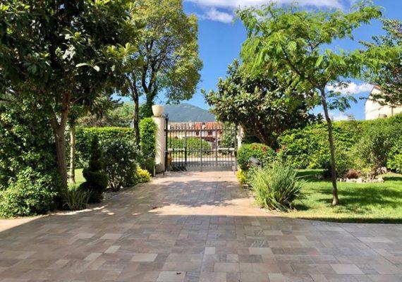 Sulmona, #affittiamo #appartamento al piano rialzato composto da soggiorno – cucina, 2 camere da letto, bagno.