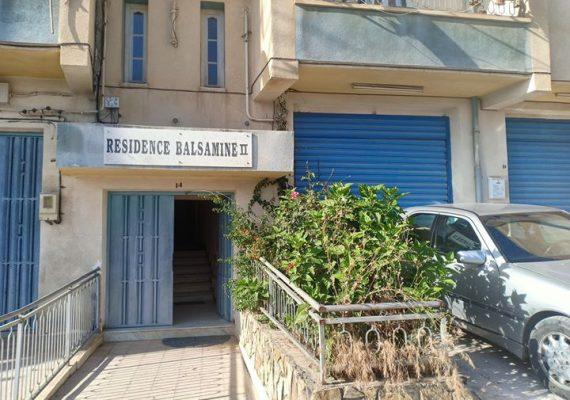 I-Immobiliare Alioua met en vente un appartement, F3, 84 M2, 4 étage en fini au lotissement hasnaoua (el Bordj) entré côté C.E.M SUD quartier résidentiel. T-O