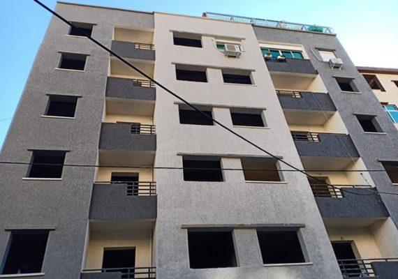 I-Immobiliare Alioua met en vente un appartement en semi fini, 2 façades,132 M2 au RDC situé au quartier A (Fer à cheval) T-O, prix 850 millions