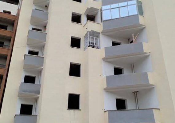 I-Immobiliare Alioua met en vente un appartement de type F3, superficie 82 M2 au 3 étage avec 1 grande façade très bien ensoleillé situé au lotissement el Bordj T-o