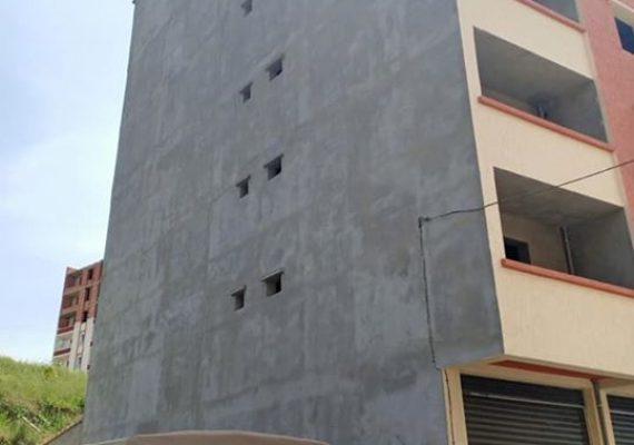 I-Immobiliare Alioua met en vente un appartement de type F3 superficie 80 M2 au 4 étage avec 1 grande façade très bien ensoleillé en semi fini situé à aner amelal Tizi ouzou. Prix 490 millions