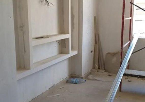 🔴 Malgré la pandémie du Corona covid 19, nos équipes ne cessent d'accentuer le niveau des travaux de finitions afin de livrer les appartements a leurs acheteurs à la date prévu.
