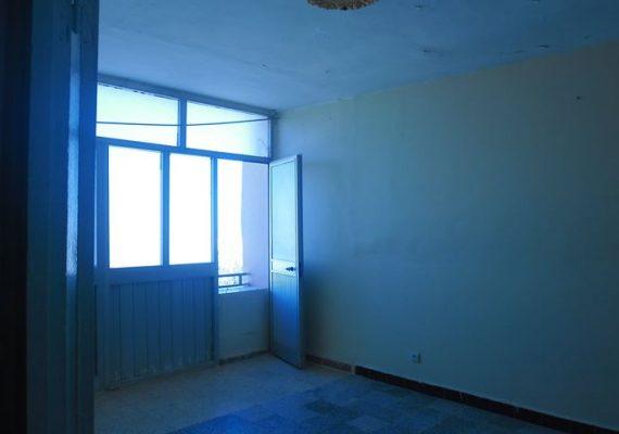 للبيع شقة 3غرف 80م2 طابق4 بحي 1060 امامة تلمسان بسعر 670مليون سنتيم بدفتر عقاريمن يهمه المر يتصل بنا عبر الصفحة.
