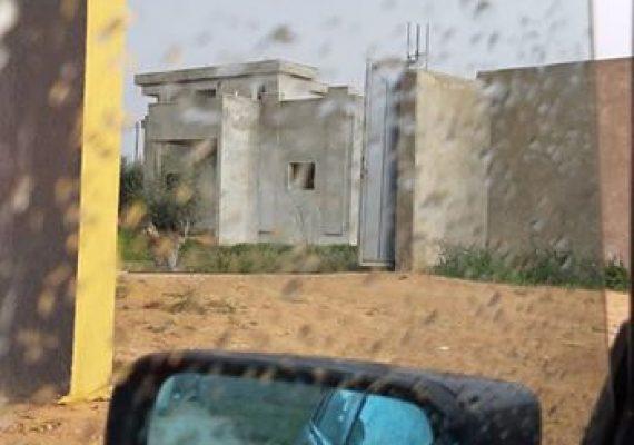 منزل للبيع بجوودائم بالقرب من المدرسة الانجليزيةمساحتة 1500mوالمنزل 300mمكتمل الملعقة يتكون من 3غرف وصالة استقبال و3حمامات مسيج بالكامل للراغبين الاتصال 0923474021