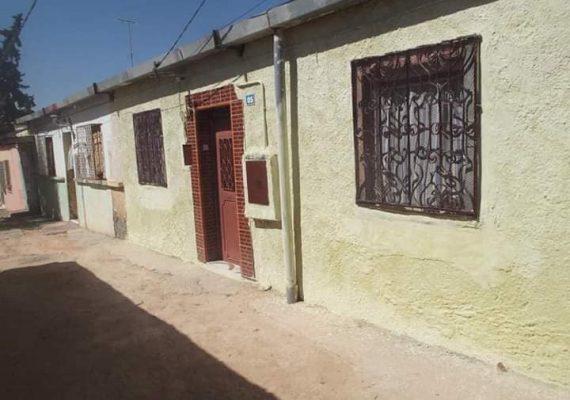 Un membre vend un haouch à Boukhanifis de 122 m², 3 pièces avec cour .