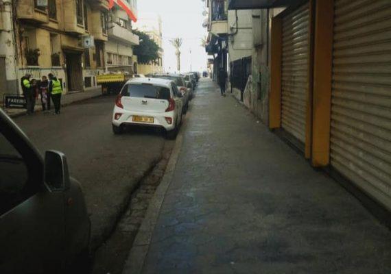 Un membre vend un #f4 rénové à #oran de 98m² très bien situé en plein #centre_ville, sur le boulevard #front_de_mer #oran à côté du consulat du Maroc .