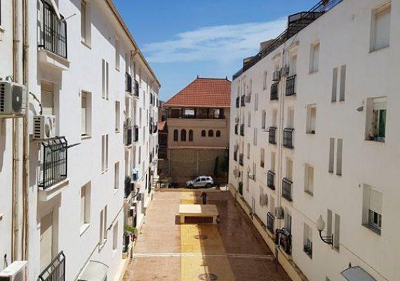 Bir khadem-Tixeraine à vendre Appartement F2 superficie 82m² dans une promotion immobilier clôturée et surveillée , cuisine equipée, chauffage central, climatiseurs, salles de bains, double vitrage, volet roulant, faux plafond, spot, placard, balcons, parabole, visiophone.