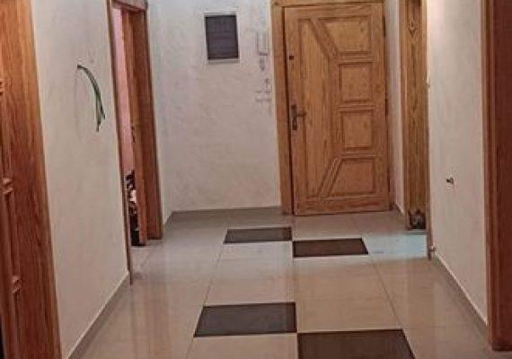 L'Agence immobilière Amina met en vente un joli appartement de type F3,bien aménagé ,sis à un étage non élevé ,d'une superficie de 130M2 ,situé à sidi aissa,endroit propre, vue sur mer ,Prix :1 Milliard 600 Millions DA négociable,Avec désistement chez le notaire,NB Les visites sont gratuites Pour plus d'informations ,veuillez nous contacter :