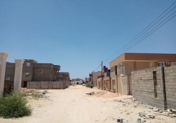 الفيلا جهة اليمين في أحسن شارع من حيث الخدمات و المرافق و طراز البناء …