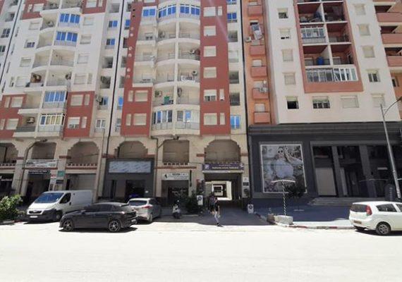 Saldae immobilier met en vente un appartement de type F4 d'une superficie de 112 M2 au 3ème étage avec ascenseur et parking au sous-sol a la résidence BOUAICHE à côté de la boutique BOUBAYA,tout près de toutes les commodités pour plus d'informations appeler au 0662219290/0670058186 Merci.