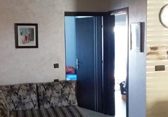 شقة مفروشة للكراء اليومي بكورنيش مرتيل تتكون من غرفتين وصالون مطبخ وحمام التمن 350 dh رقم الهاتف0631541157