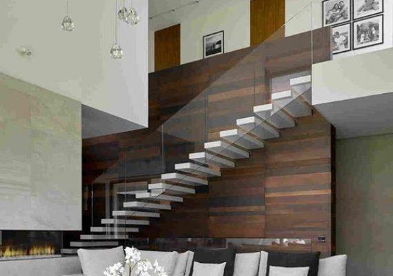 Les escaliers suspendus sont à la fois solides, confortables et esthétiques. ont les retrouvent Sur les duplex du Bloc B.