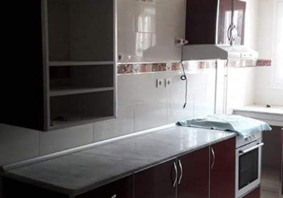 A vendre un bel f3, 72 m2, 4eme et dernier étage avec cuisine équipée.