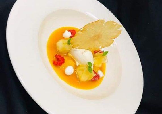 Raviole d'ananas Au riz lait de coco citron vert,coulis mangue fruits de passion, géle d'orange,glace verveine citronnelle