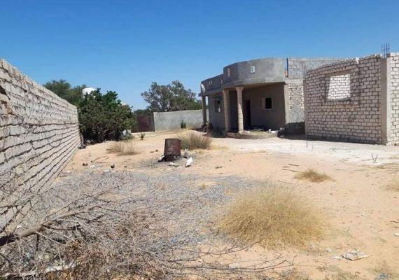 ارض 1300 م. بها 2 منازل