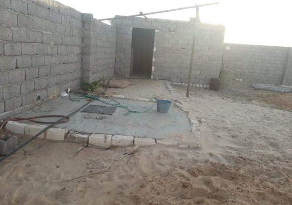 تقع في الطريق الرابط بين بير معمر و قرش الناب