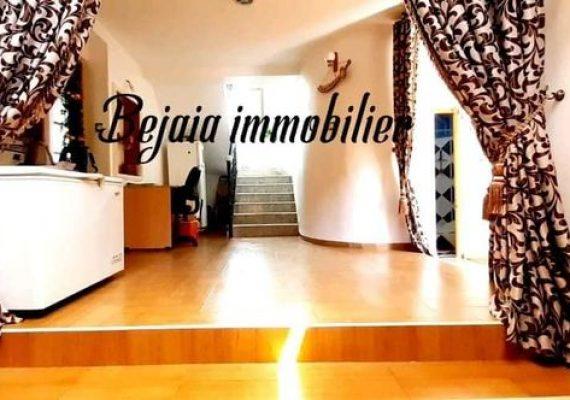 Villa a vendre 245 m² . Bâti 185 m² +60 m² jardin