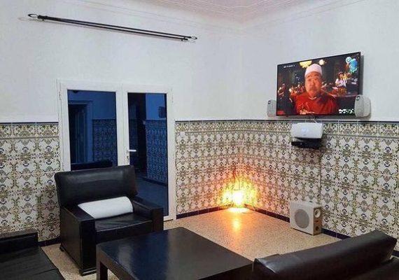A louer Grande villa 🏩 entièrement équipée dans le centre d'El Marsa 🏄 a 20mn de Tenes .